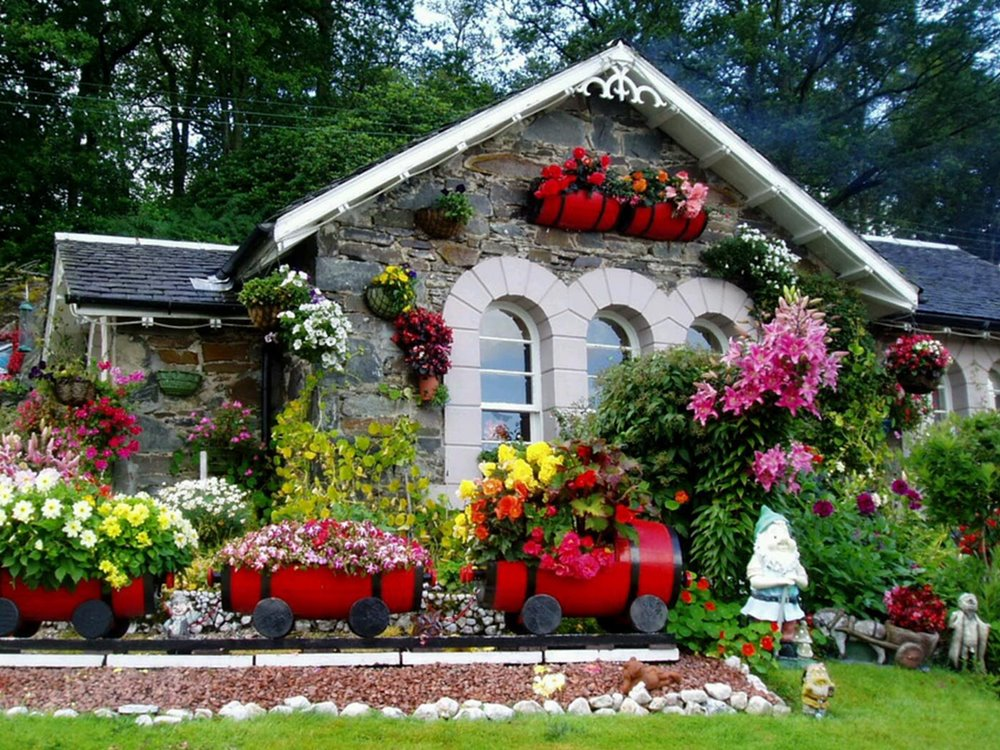 Beautiful Minimalist Home Garden Decoration