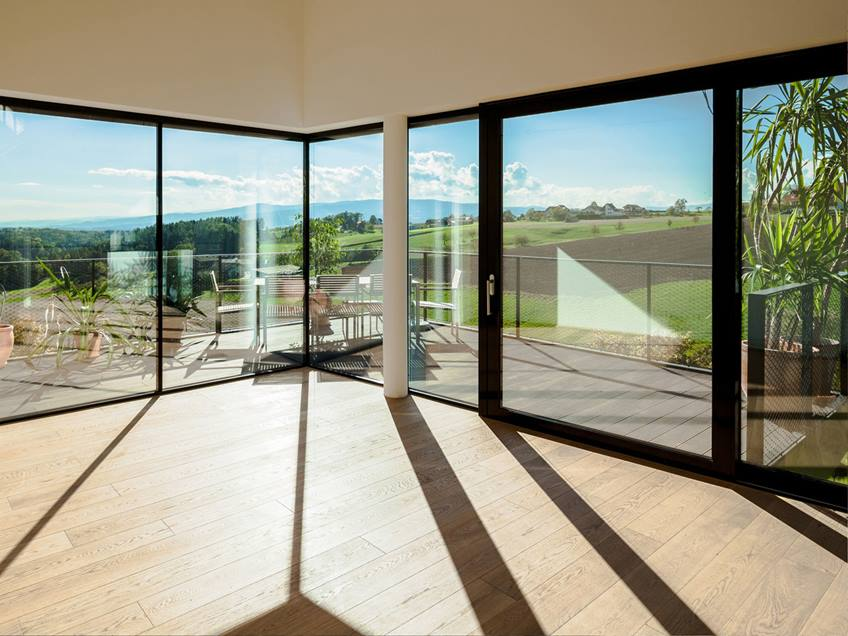 Broad Glass Window For Minimalist Home