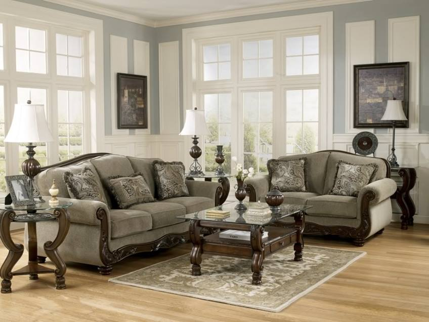Formal Living Room With Classic Furniture