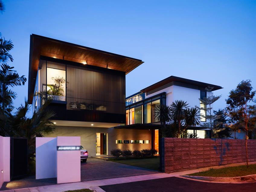 Minimalist Fence Design For Luxury House
