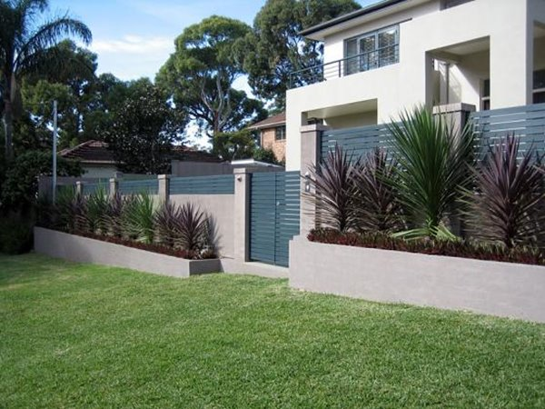 Minimalist Fence With Bright Color Idea