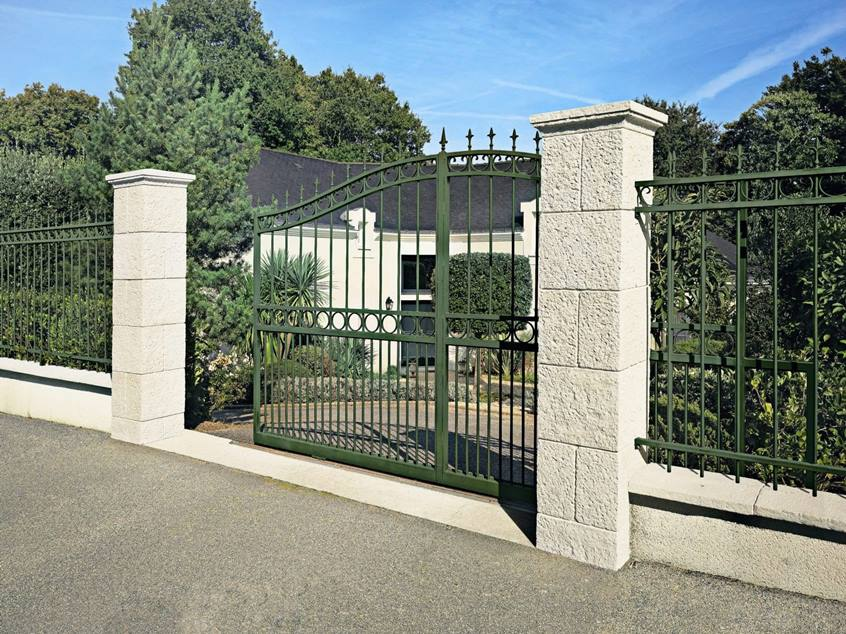Mix Natural Stone And Iron Fence