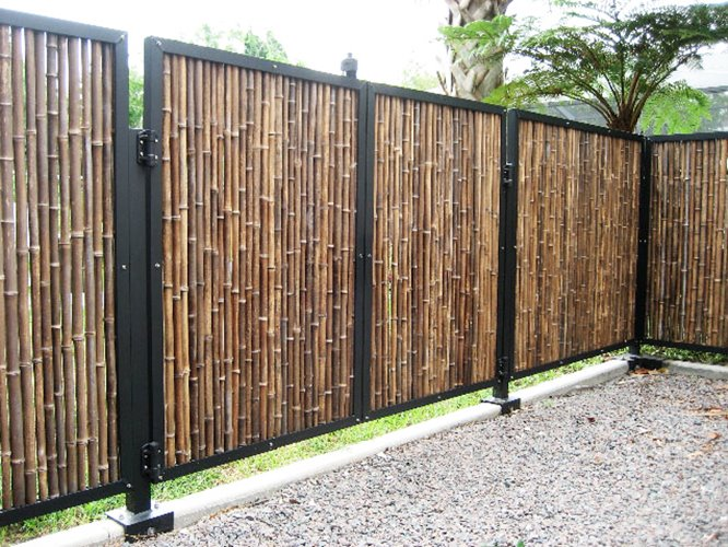 Simple minimalist bamboo fence pictures gallery 4 home ideas for Minimalist house fence
