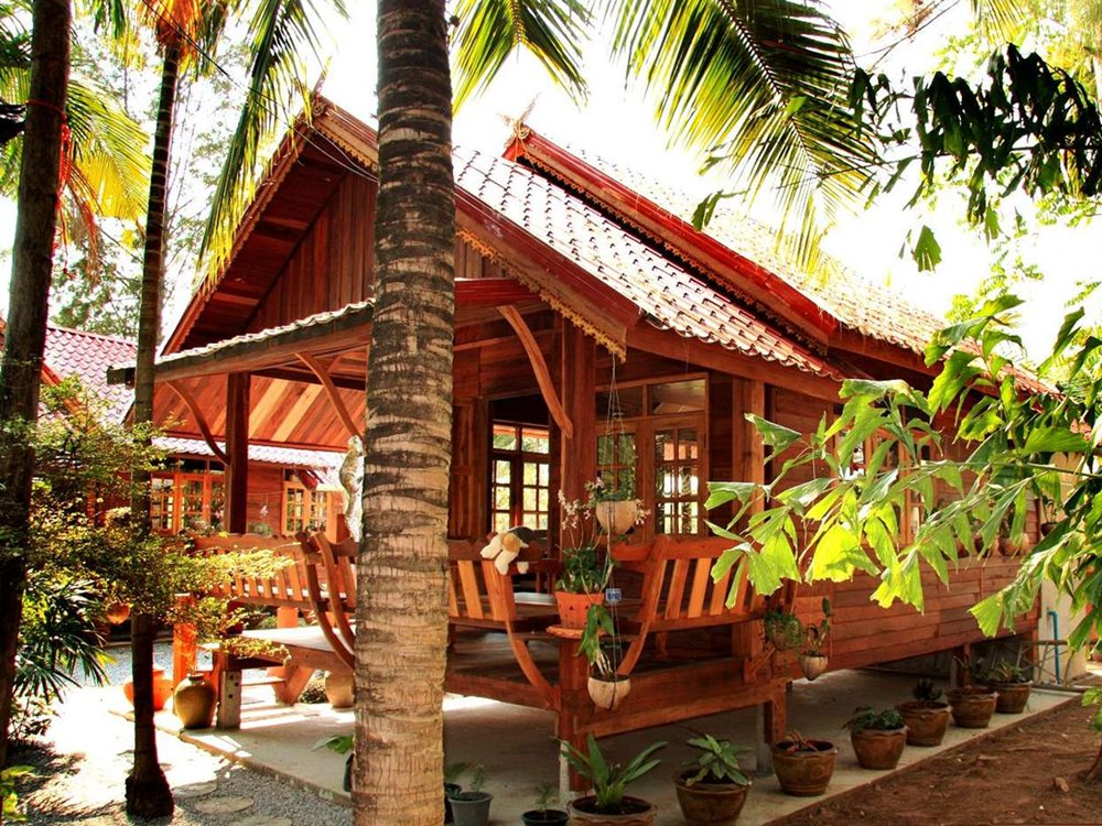 Cheap tropical home design made from wood 4 home ideas for Thai classic house 2