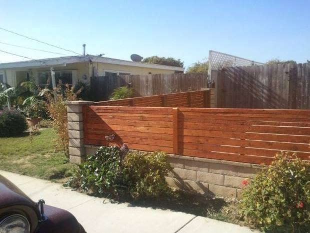 Wooden Minimalist Fence Idea Picture