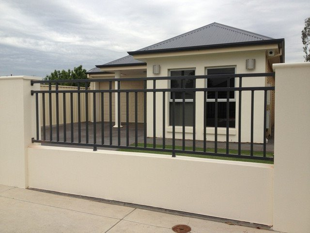 Some considerations in choosing home fence design 4 home for Minimalist house fence