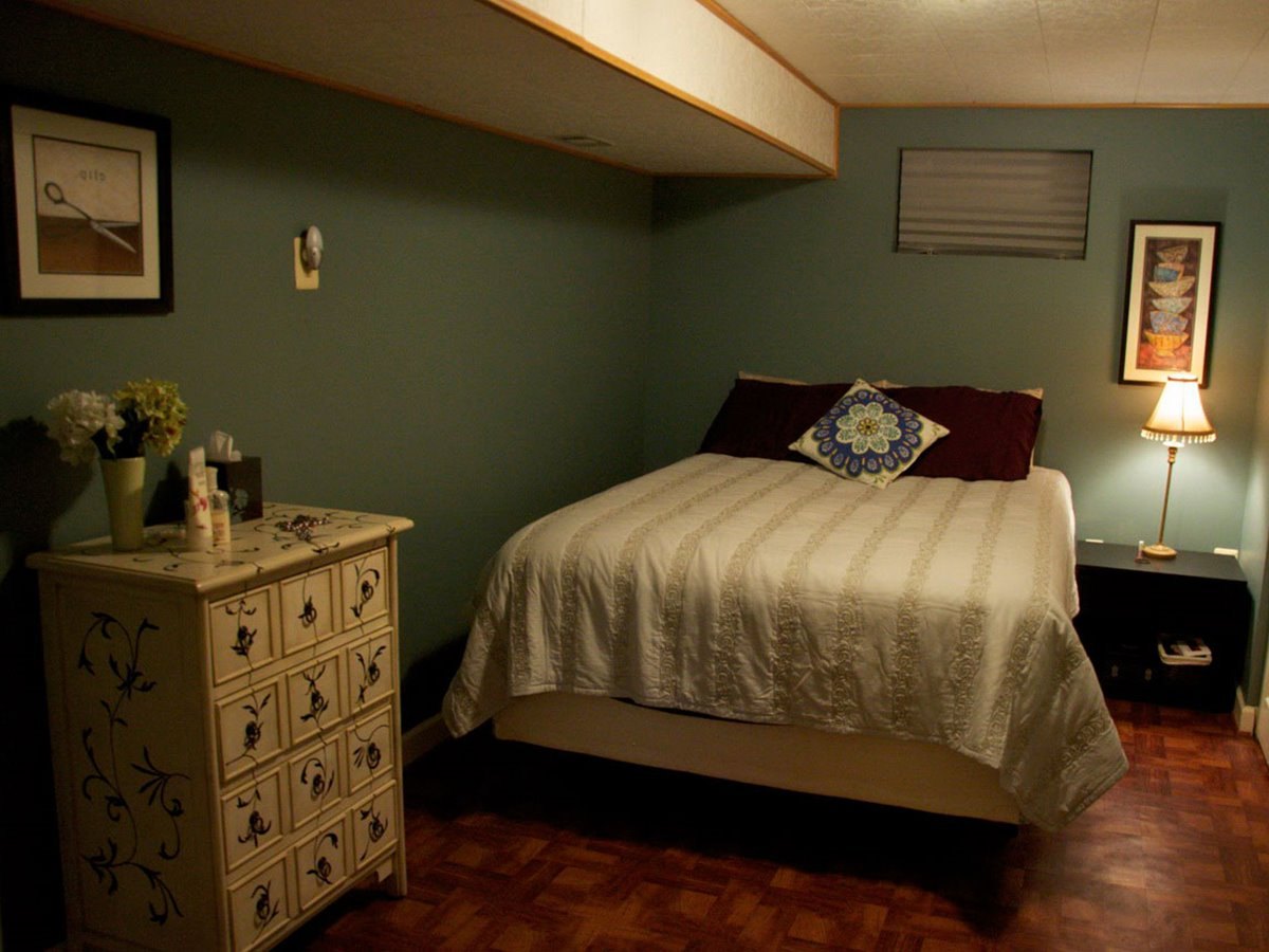 Basement Bedroom Decor In Small Room