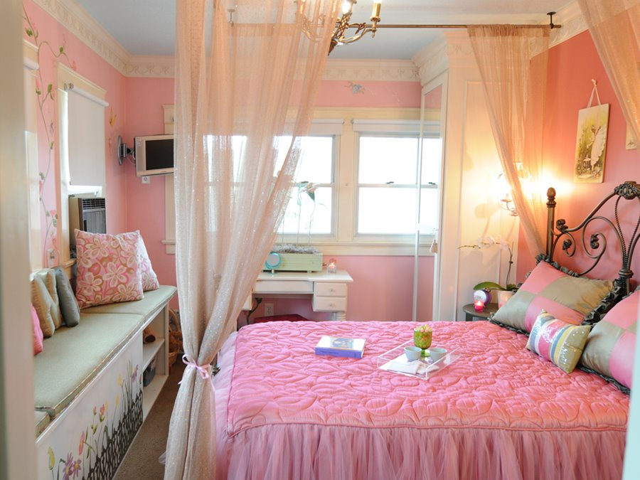 Beautiful Decorating Idea For Girly Bedroom