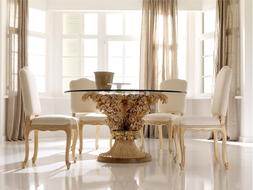 Beautiful Dining Room With Luxury Table