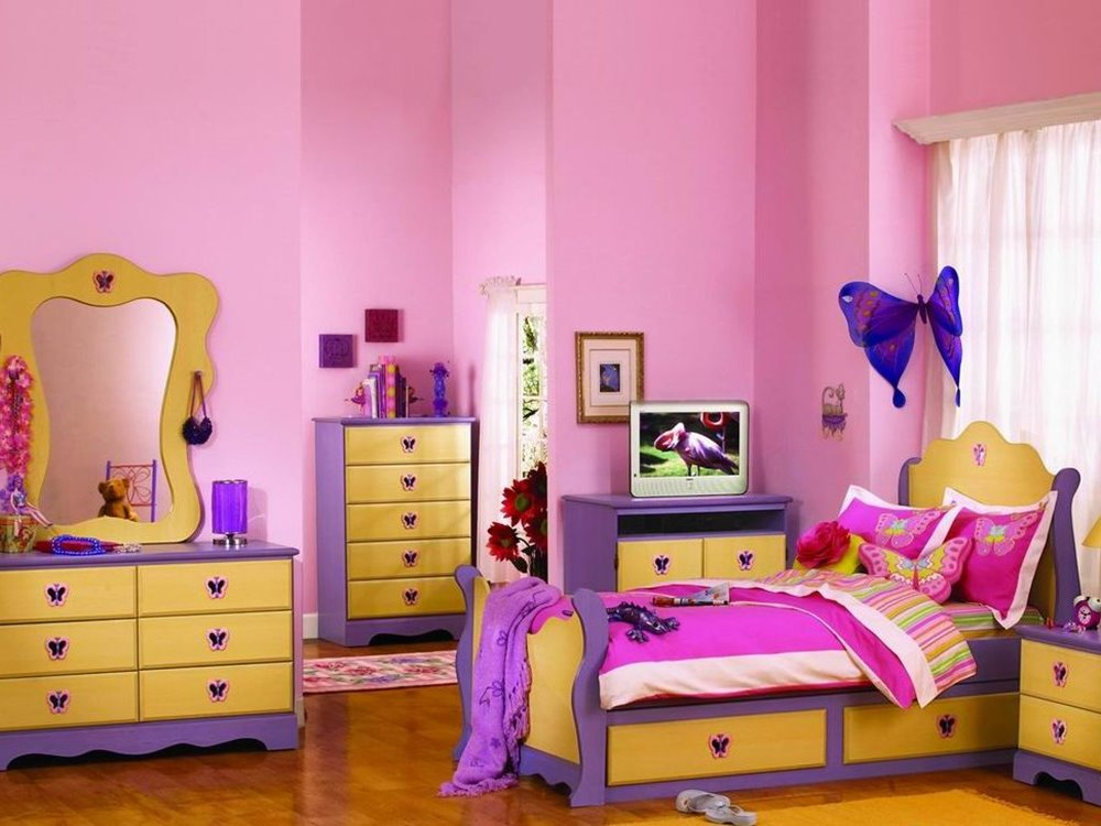 Cute Color Combination For Girly Bedroom