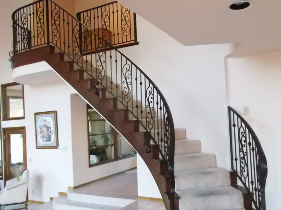 Elegant Stairs Design For Luxury Home