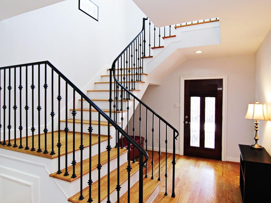 L Stairs Design Idea For Simple Home - View Home Design Ideas For Small Houses Background
