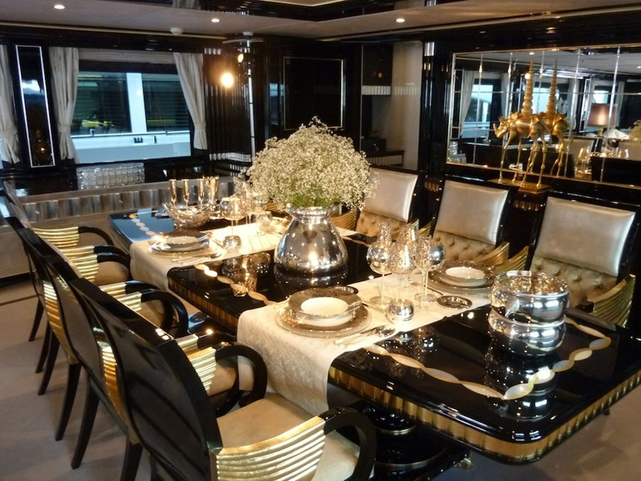 Tips To Choose Luxury Dining Table - 4 Home Ideas