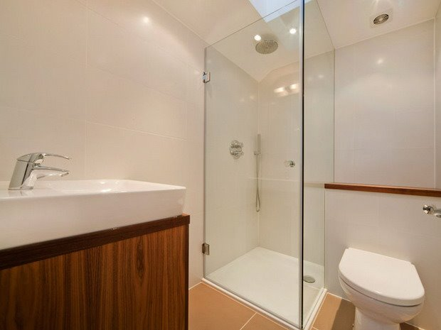 Minimalist Small Bathroom Designs : Small modern bathroom design with minimalist concept